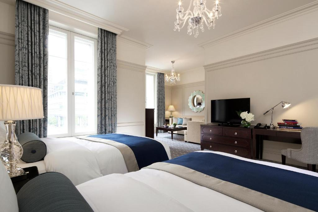 A bed or beds in a room at The Tokyo Station Hotel