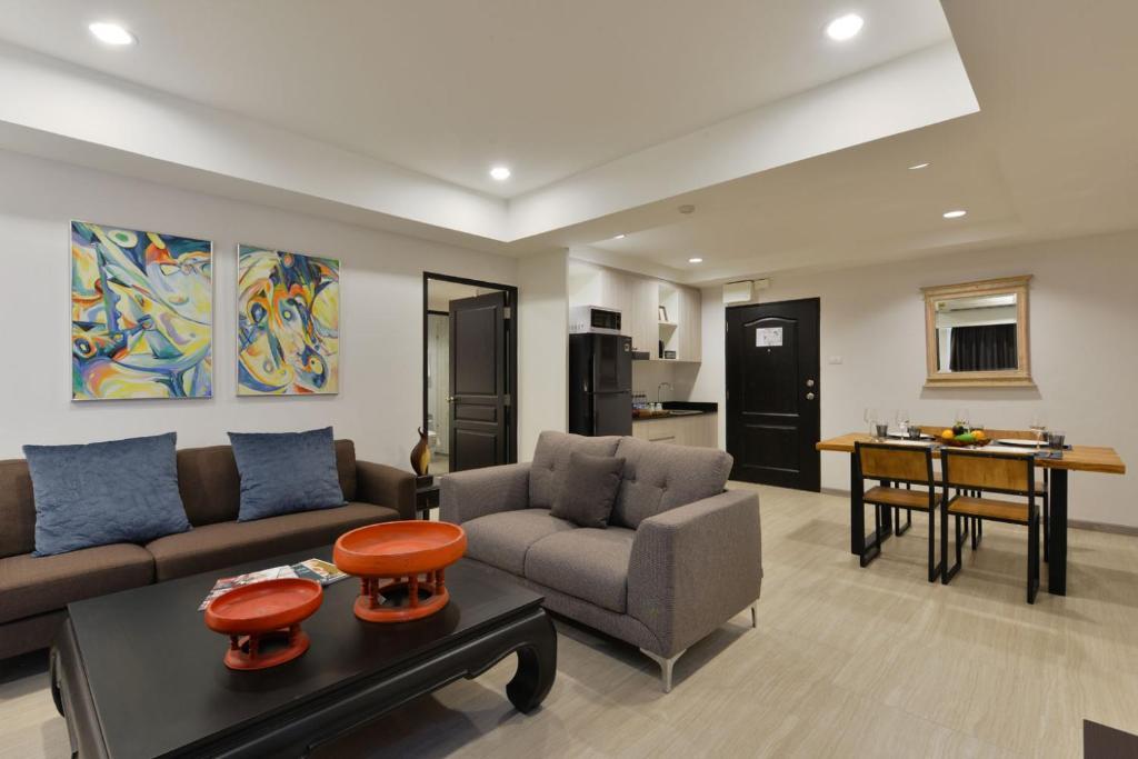 A seating area at Aspira Residence Ruamrudee