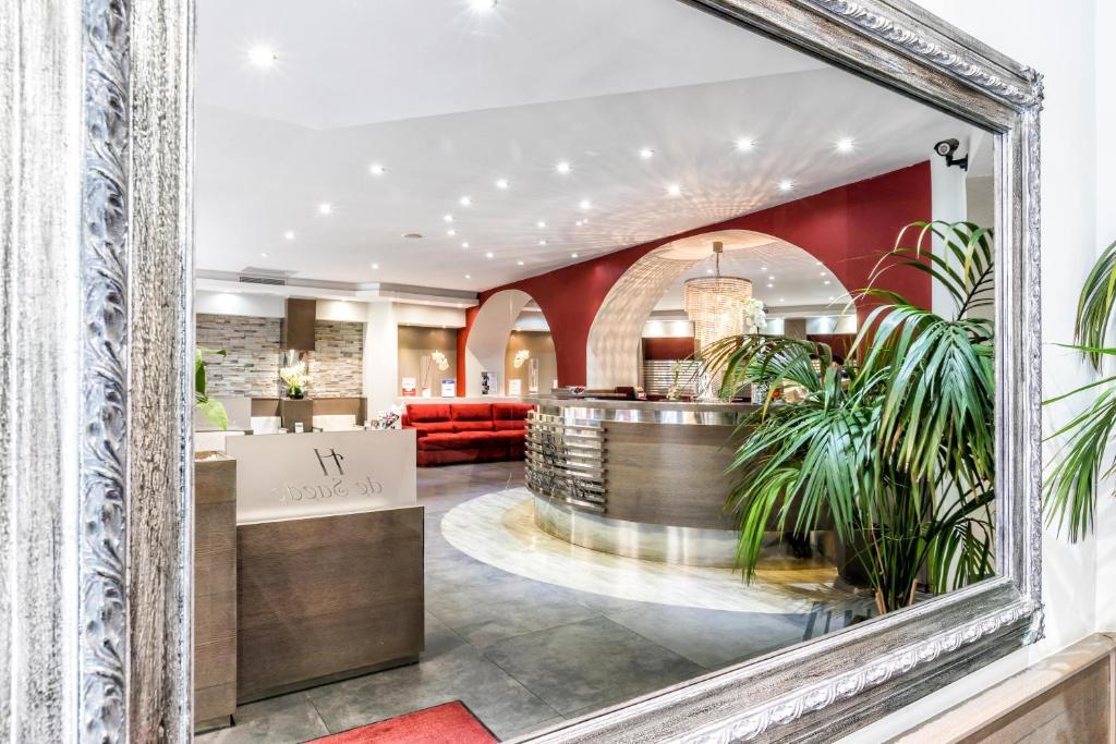 The lobby or reception area at Hotel De Suède