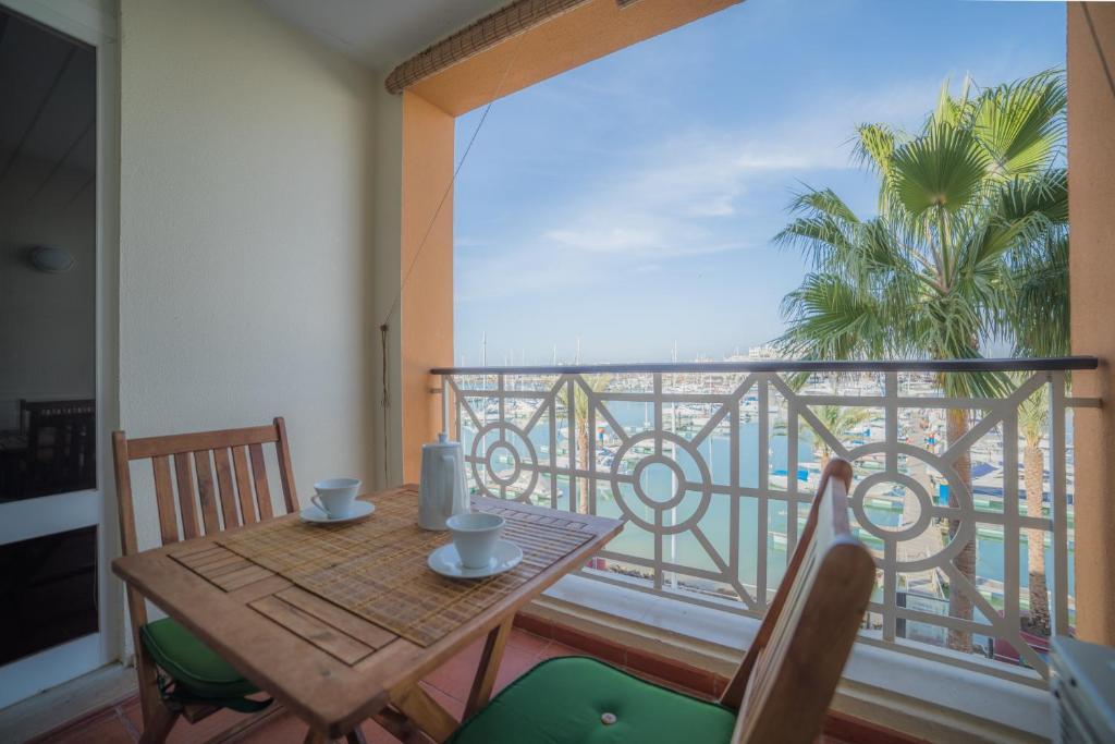 A balcony or terrace at Marina Plaza by Garvetur
