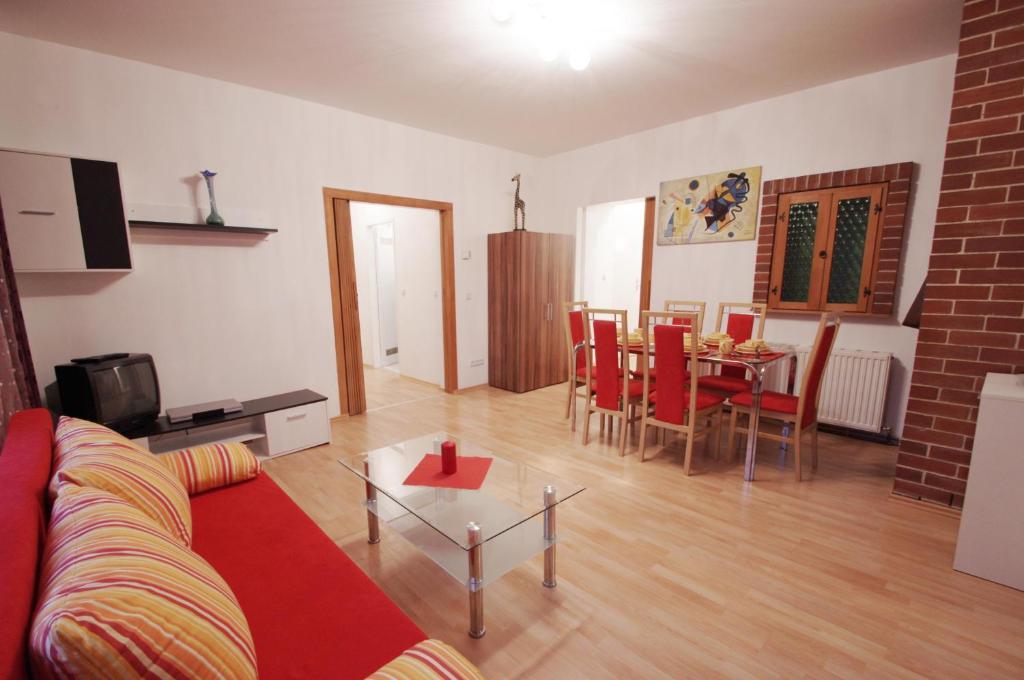 Ein Sitzbereich in der Unterkunft Raisa Apartments Fünkhgasse