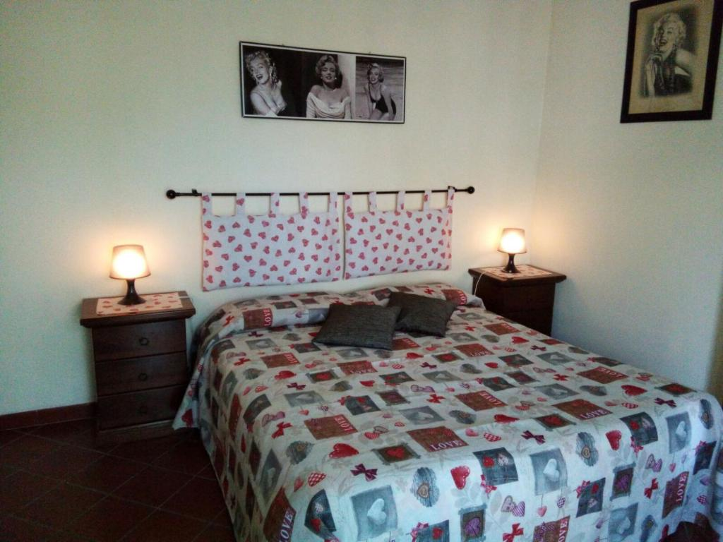 A bed or beds in a room at Alexander Bed and Breakfast