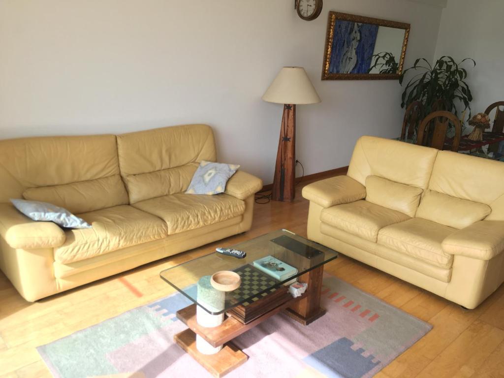 A seating area at Welcome to PORTO Maia !!! Sinta-se em casa...
