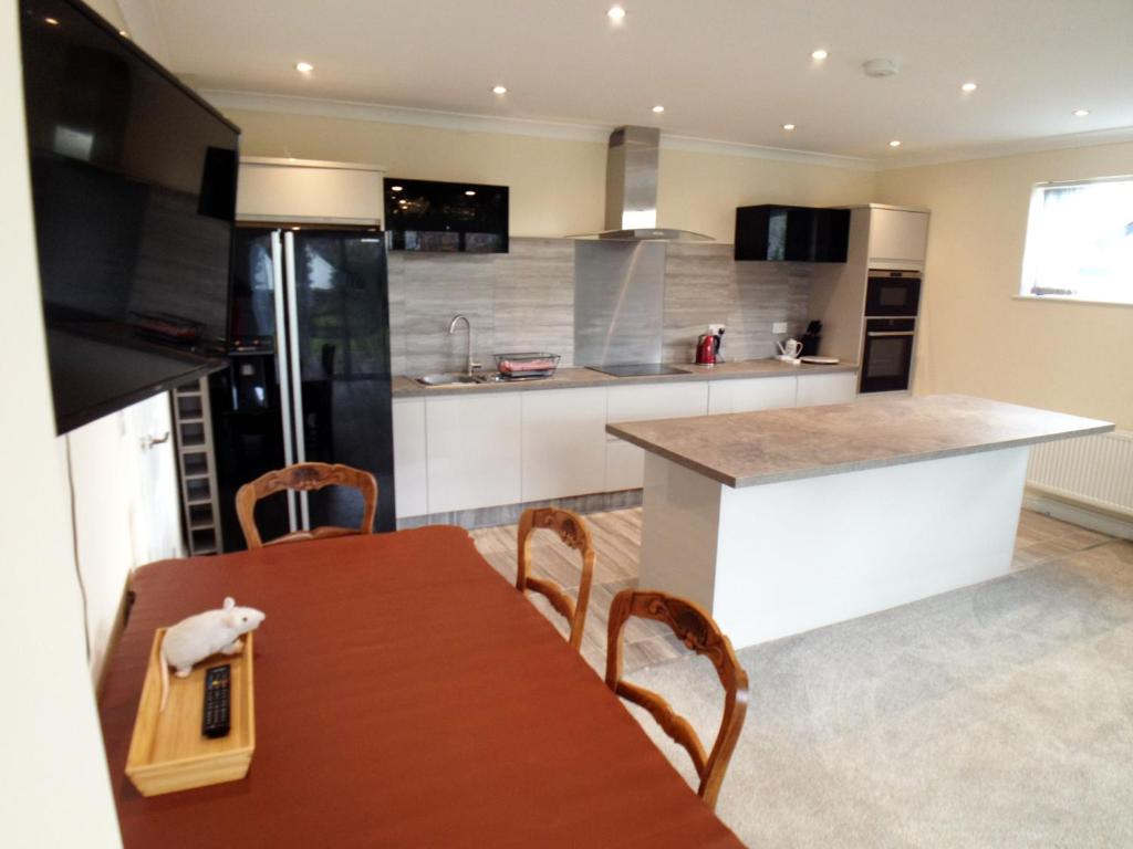 A kitchen or kitchenette at Seaview Cottage