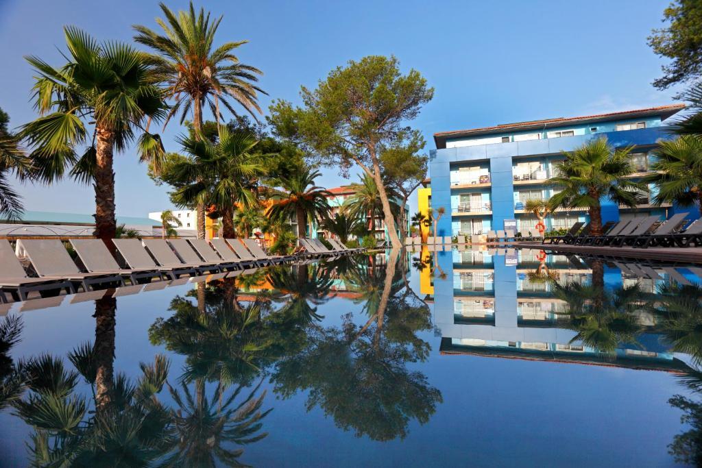 Бассейн в Occidental Menorca или поблизости