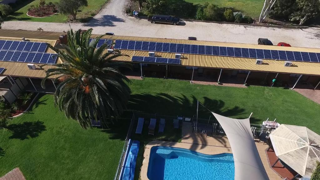 A view of the pool at Walkabout Motel or nearby