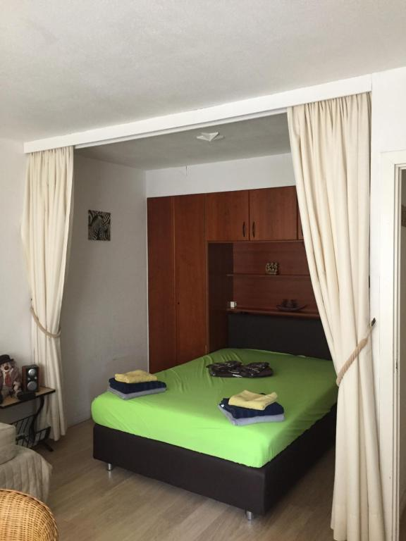 Ein Bett oder Betten in einem Zimmer der Unterkunft Studio Oostende Budget