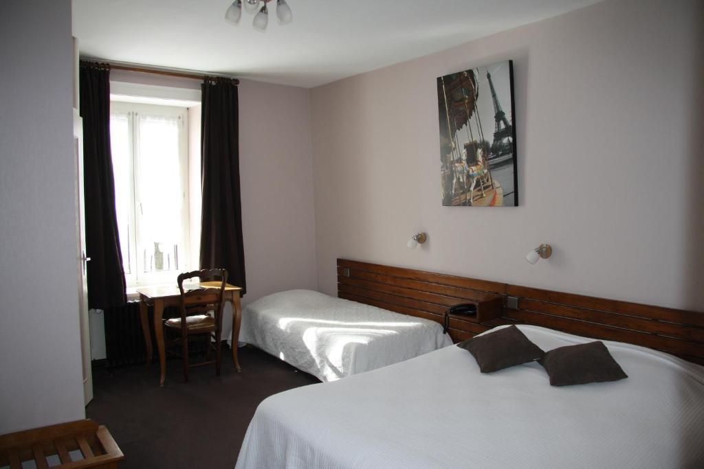 Hotel Restaurant Le Dauphin Saint-Pierre-des-Nids, France