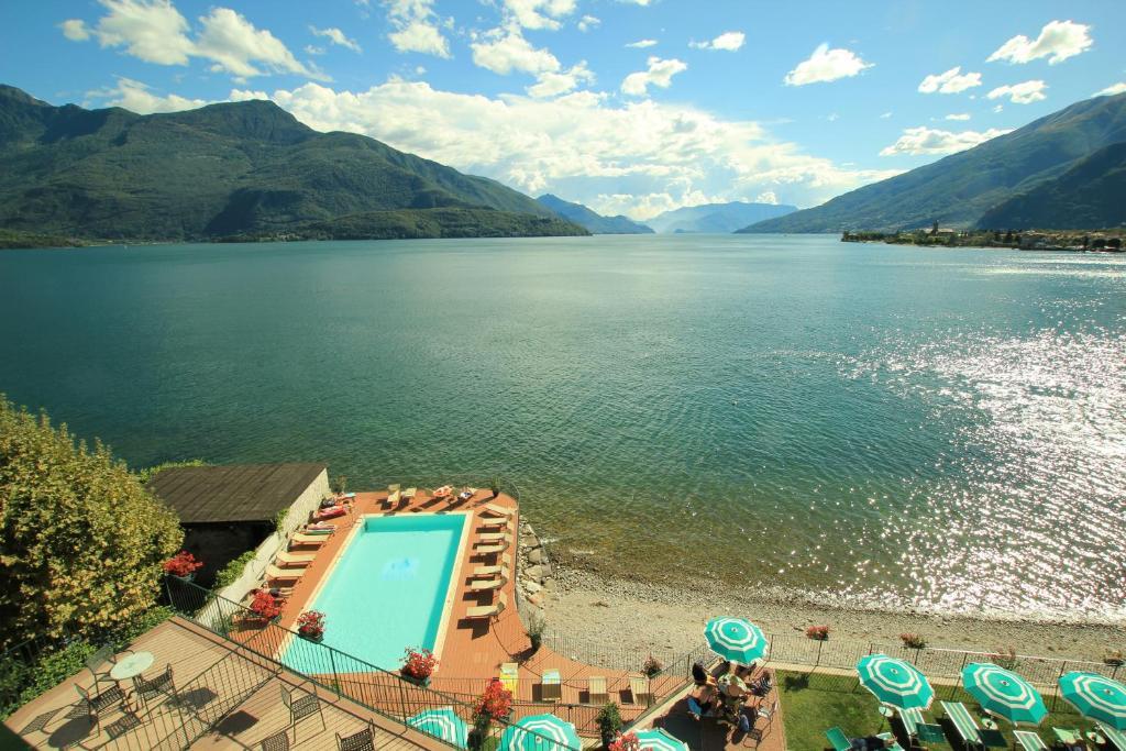 Uitzicht op het zwembad bij Hotel Regina of in de buurt