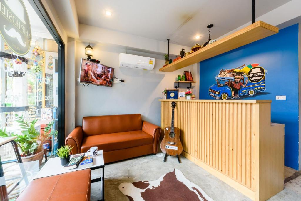 A seating area at Hip Hostel - SHA Plus