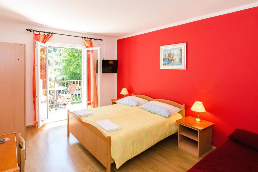 A bed or beds in a room at Apartments with a parking space Mlini, Dubrovnik - 8543