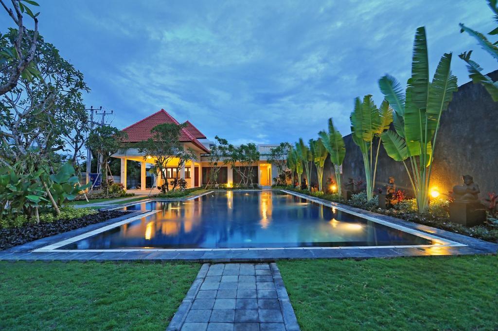 The swimming pool at or close to Taman Ayu Town House
