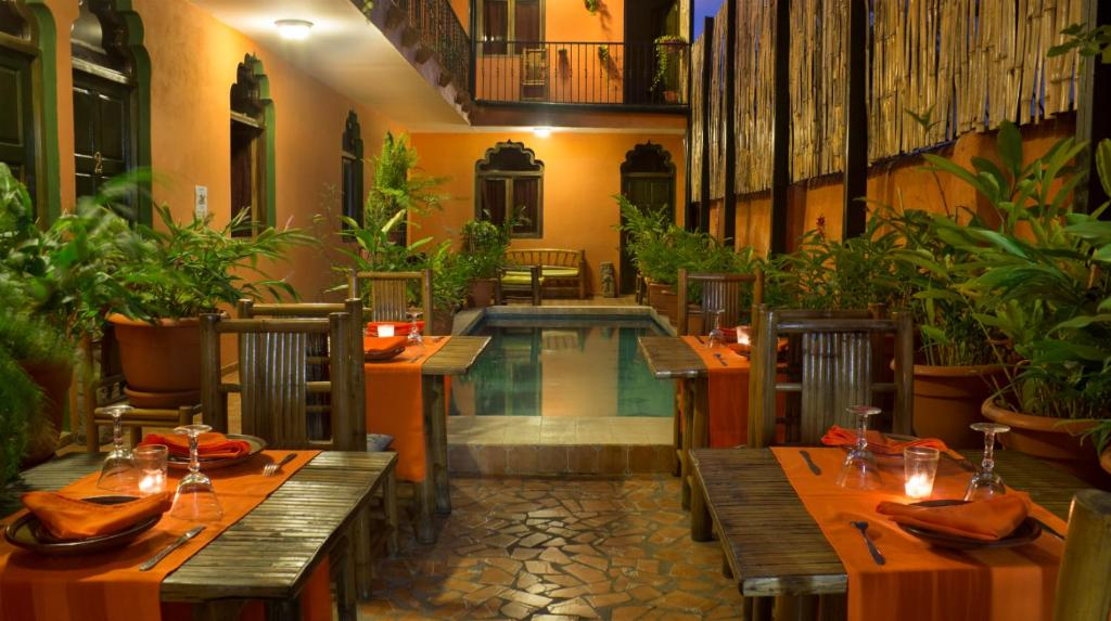 A restaurant or other place to eat at Boutique Hotel Maharaja