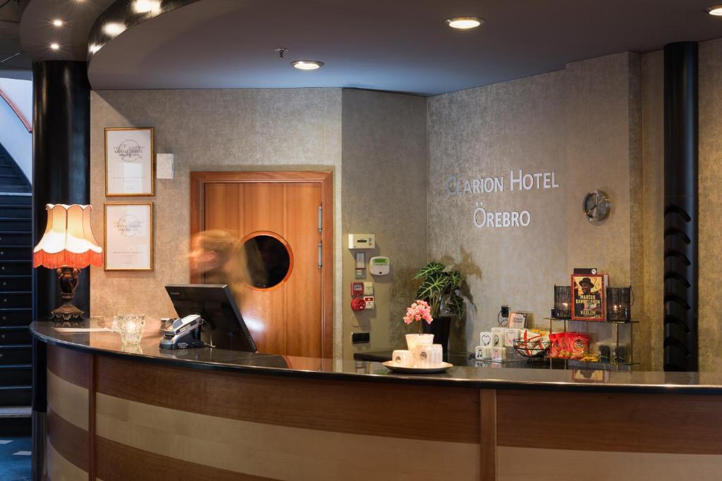 The lobby or reception area at Clarion Hotel Örebro