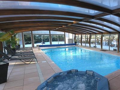 Piscine de l'établissement Logis Hotel-Restaurant Spa Le Lac ou située à proximité