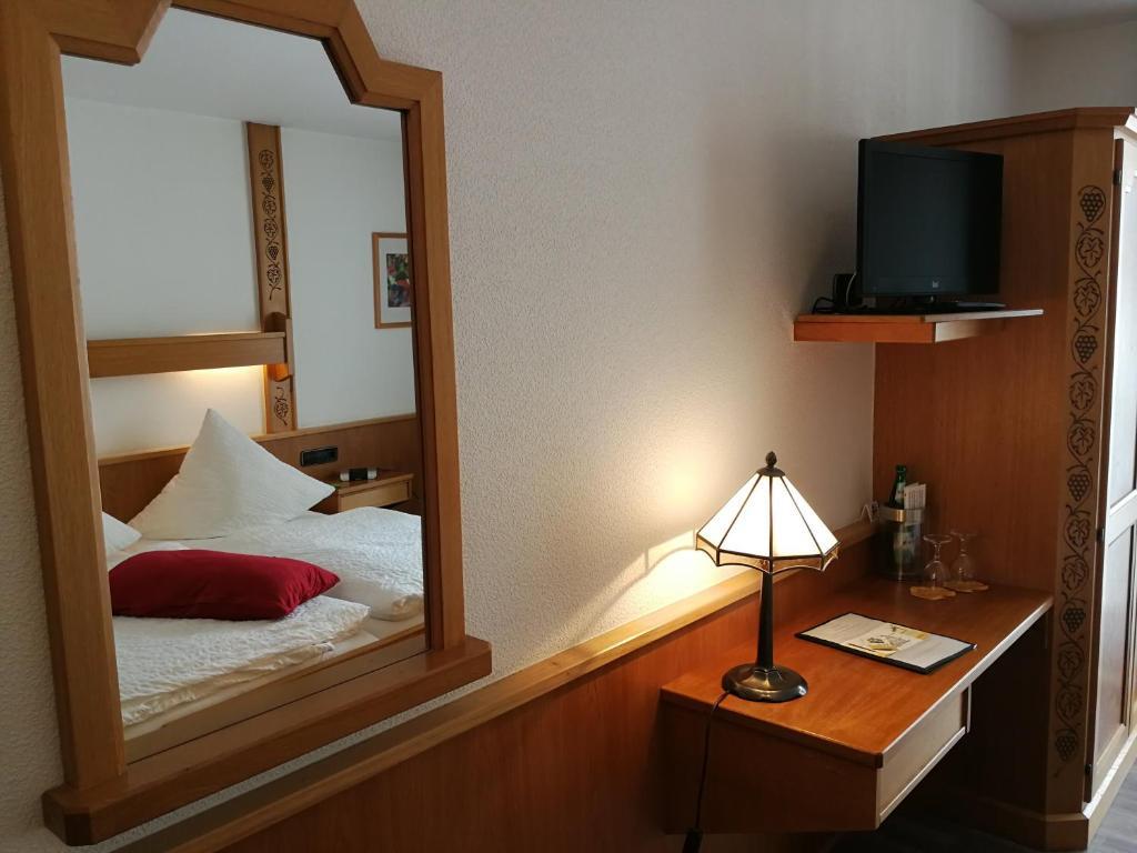 Een bed of bedden in een kamer bij Winzerhof Brachtendorf