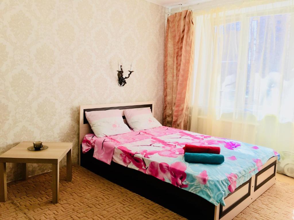 Кровать или кровати в номере Apartment near metro Electrosila