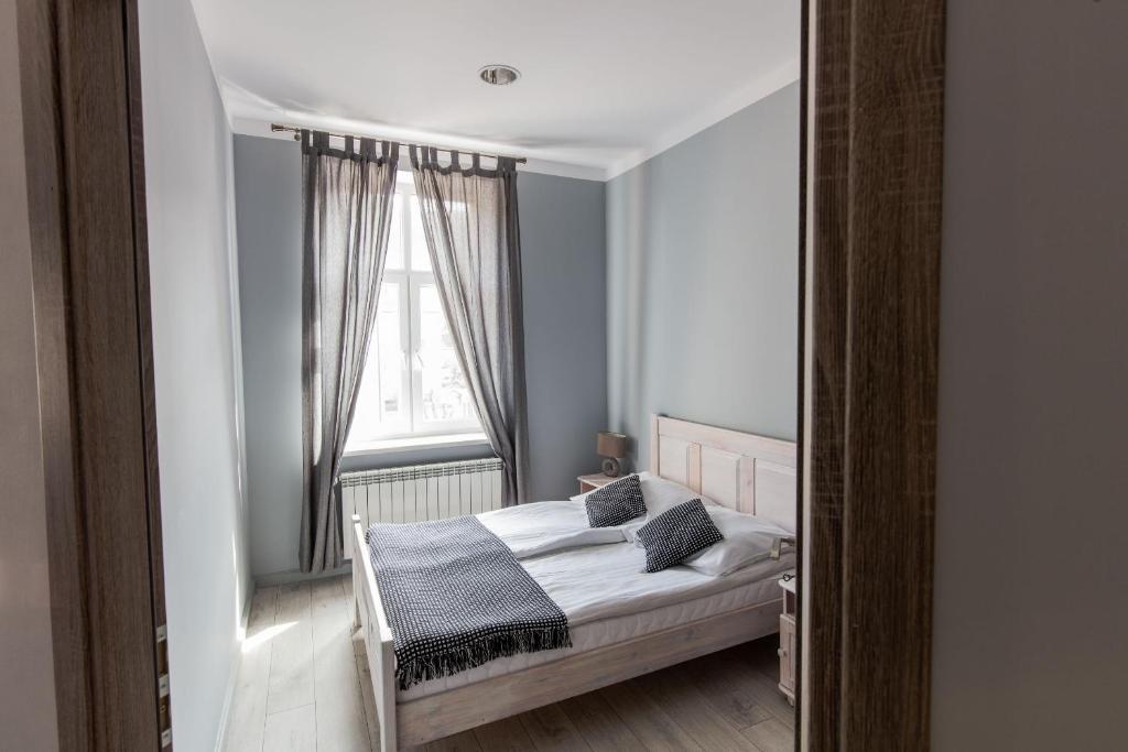 Łóżko lub łóżka w pokoju w obiekcie Apartamenty Eden