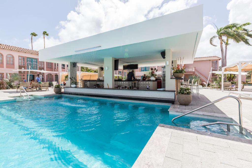 สระว่ายน้ำที่อยู่ใกล้ ๆ หรือใน Caribbean Palm Village Resort