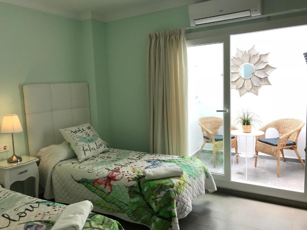 A bed or beds in a room at Pensión La Herradura