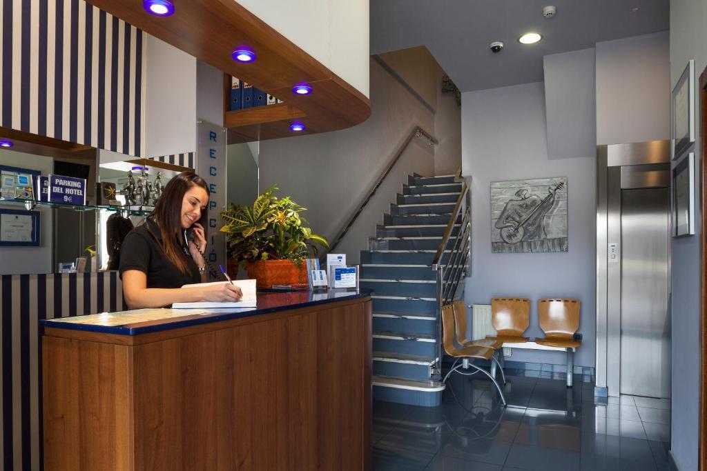 El vestíbulo o zona de recepción de Hotel La Polar