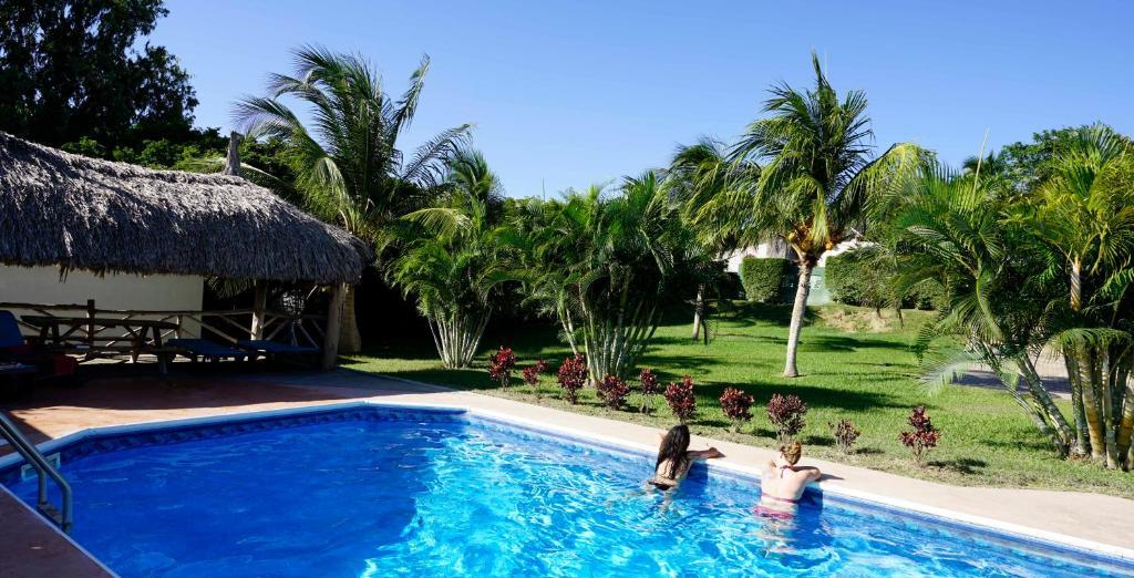 Het zwembad bij of vlak bij Bed and Breakfast Toni Kunchi