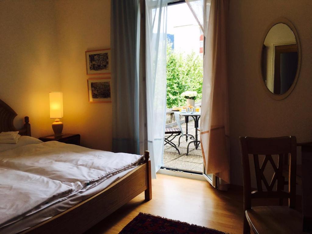 Een bed of bedden in een kamer bij Bottega del Vino Guesthouse