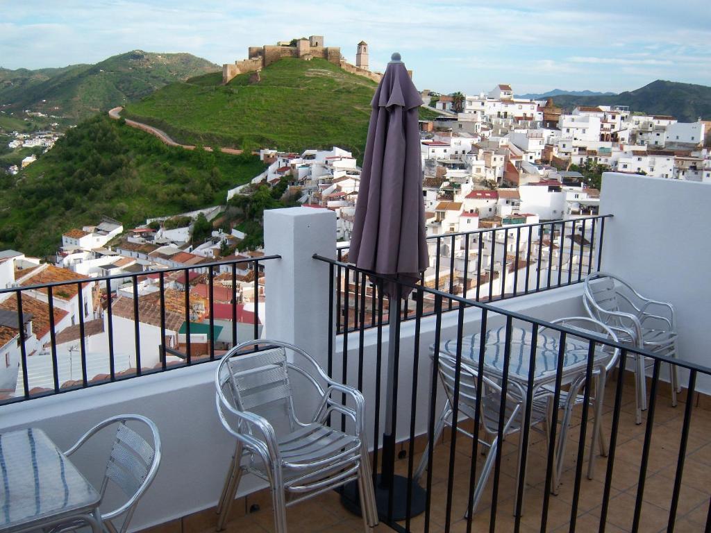 A balcony or terrace at Hostal Durán