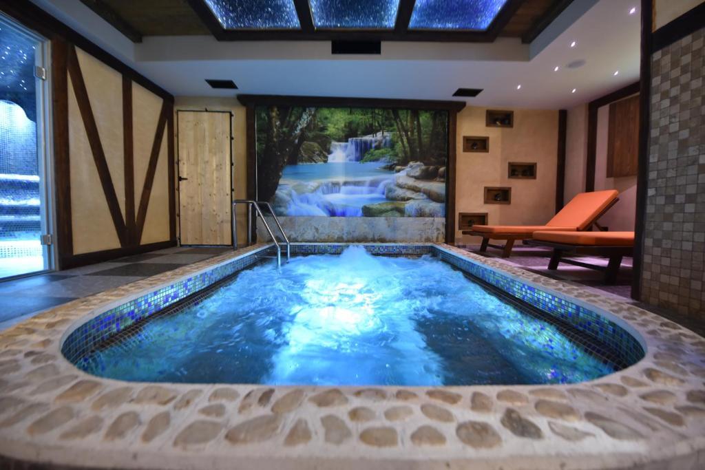 The swimming pool at or near Hotel Passpartù Home Garni