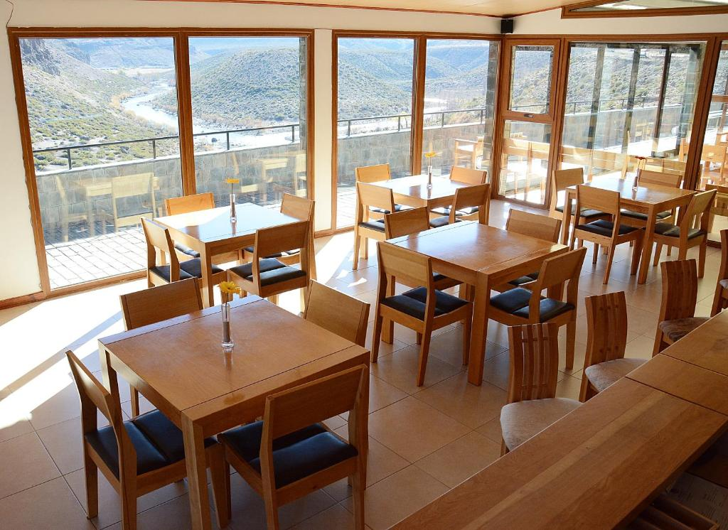 A restaurant or other place to eat at Hosteria Varvarco