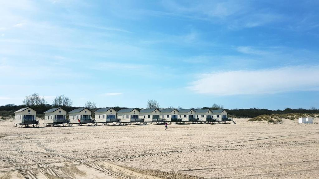 Een strand bij of vlak bij het chalet