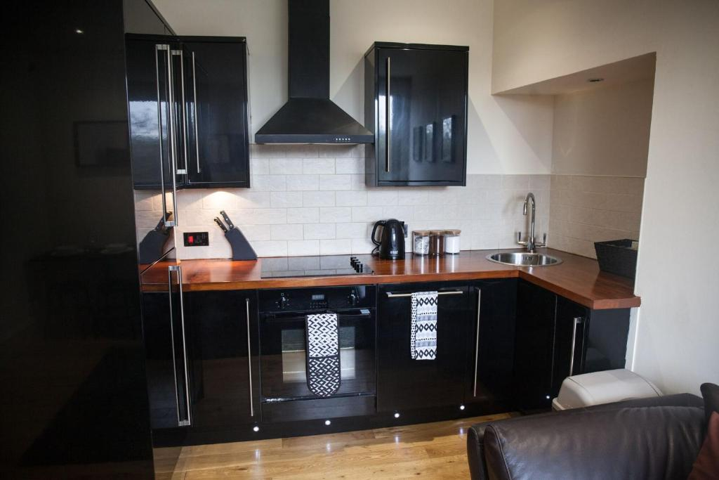 A kitchen or kitchenette at Apartment E
