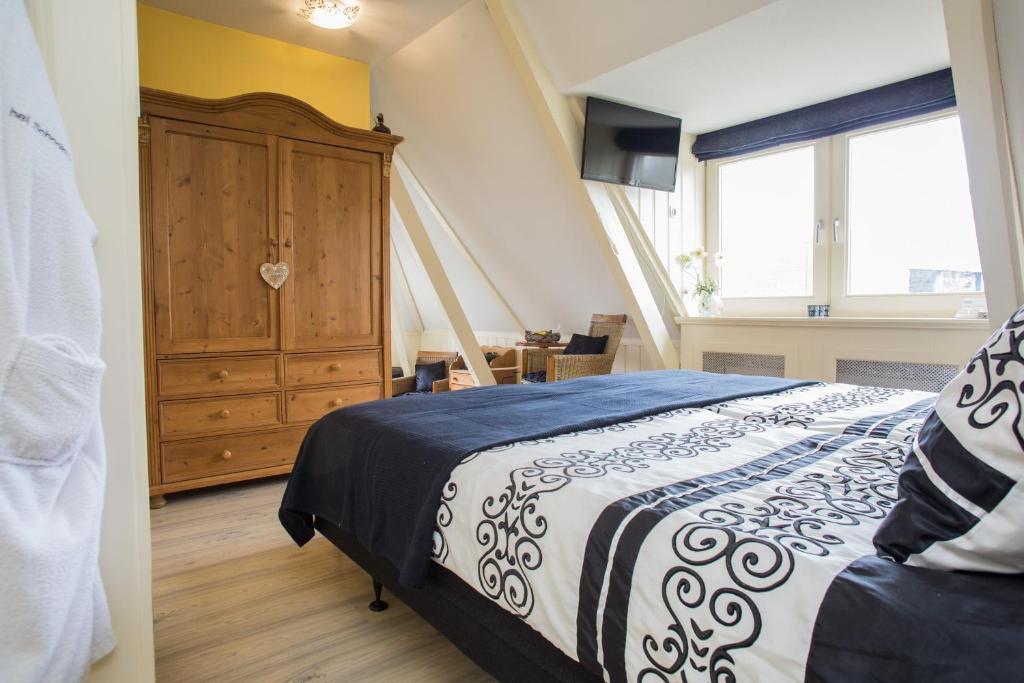 Een bed of bedden in een kamer bij Het Schoolhuis