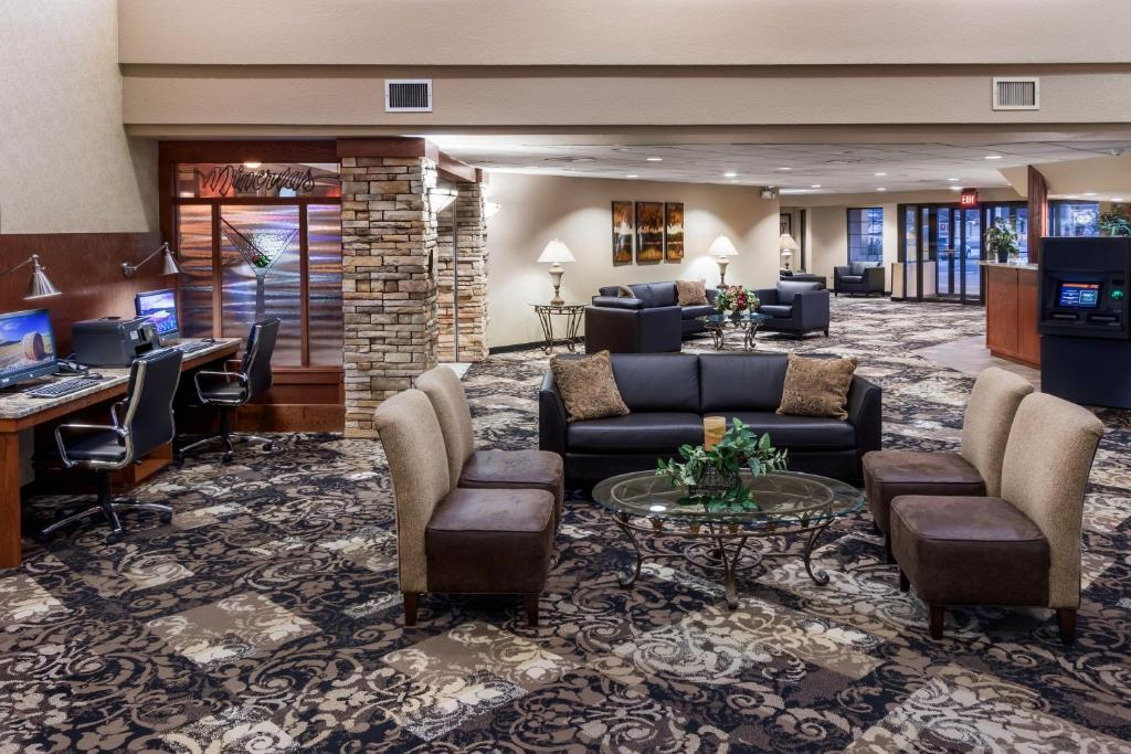 The lobby or reception area at Ramkota Hotel Watertown