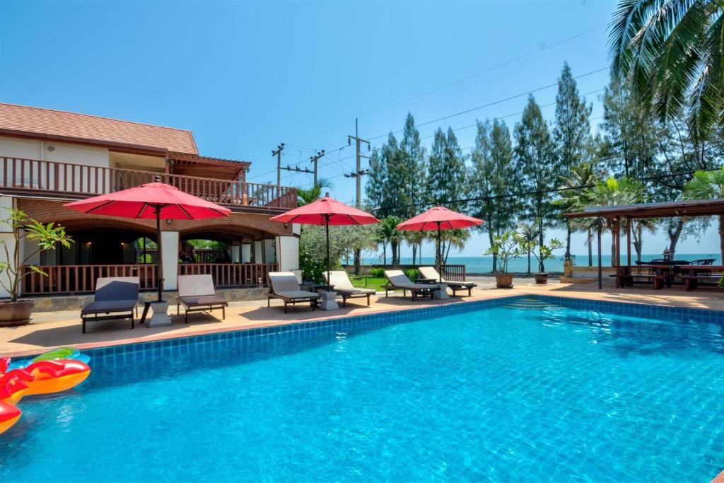 The swimming pool at or near Palm Beach Resort