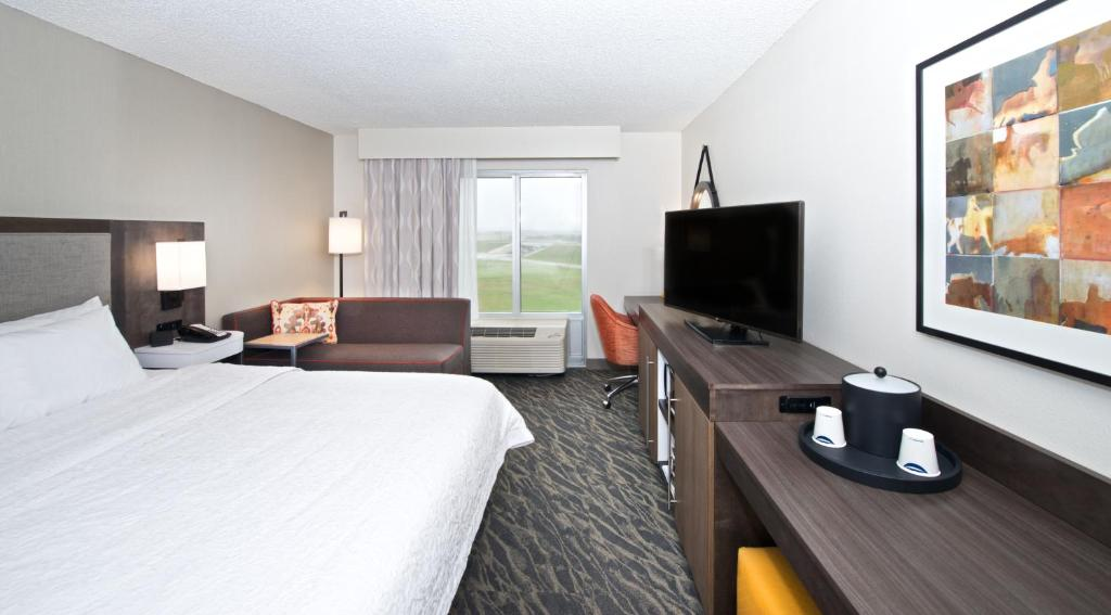A television and/or entertainment center at Hampton Inn & Suites North Fort Worth-Alliance Airport