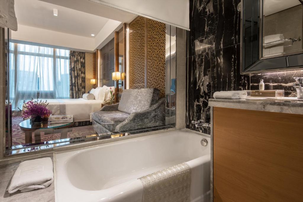 A bathroom at Asia International Hotel Guangdong