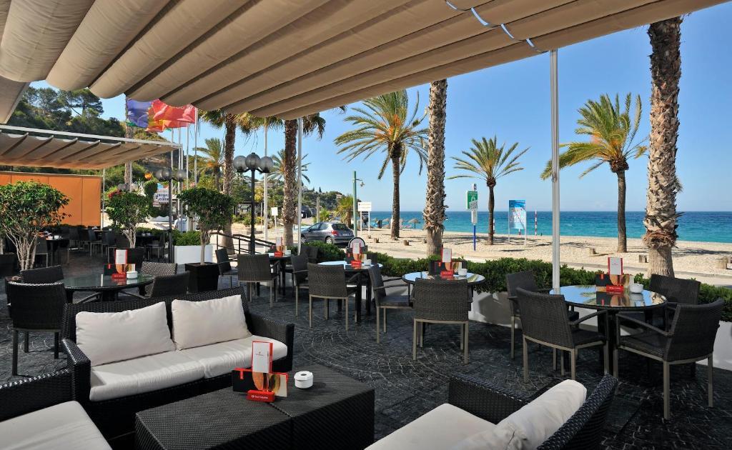 Een restaurant of ander eetgelegenheid bij Sol Los Fenicios