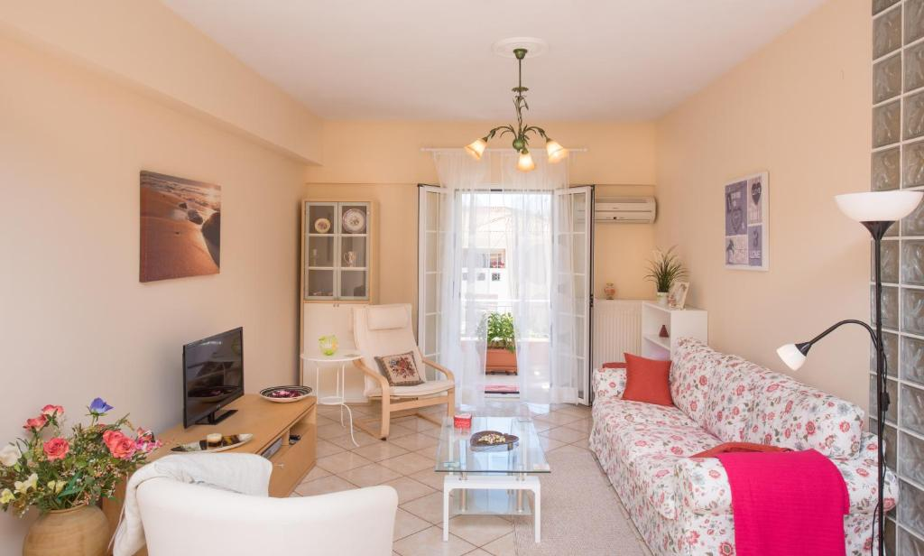 A seating area at Comfortable Family Apart near Corfu