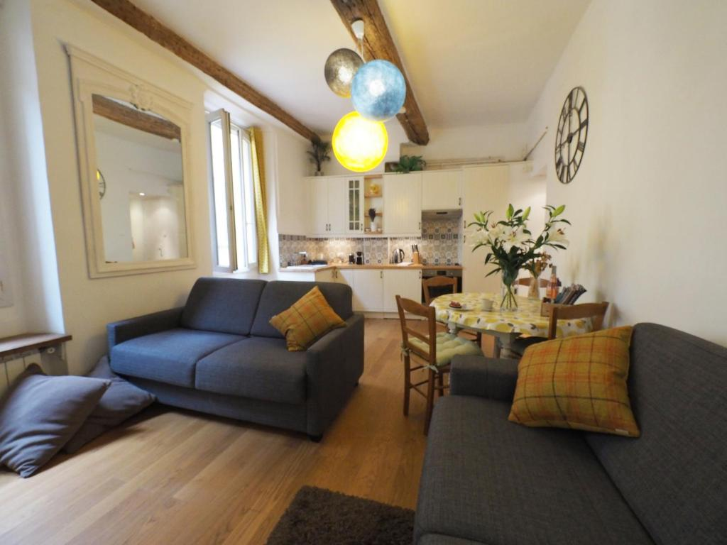 A seating area at 2 Bedroom Apartment Old Town Centre