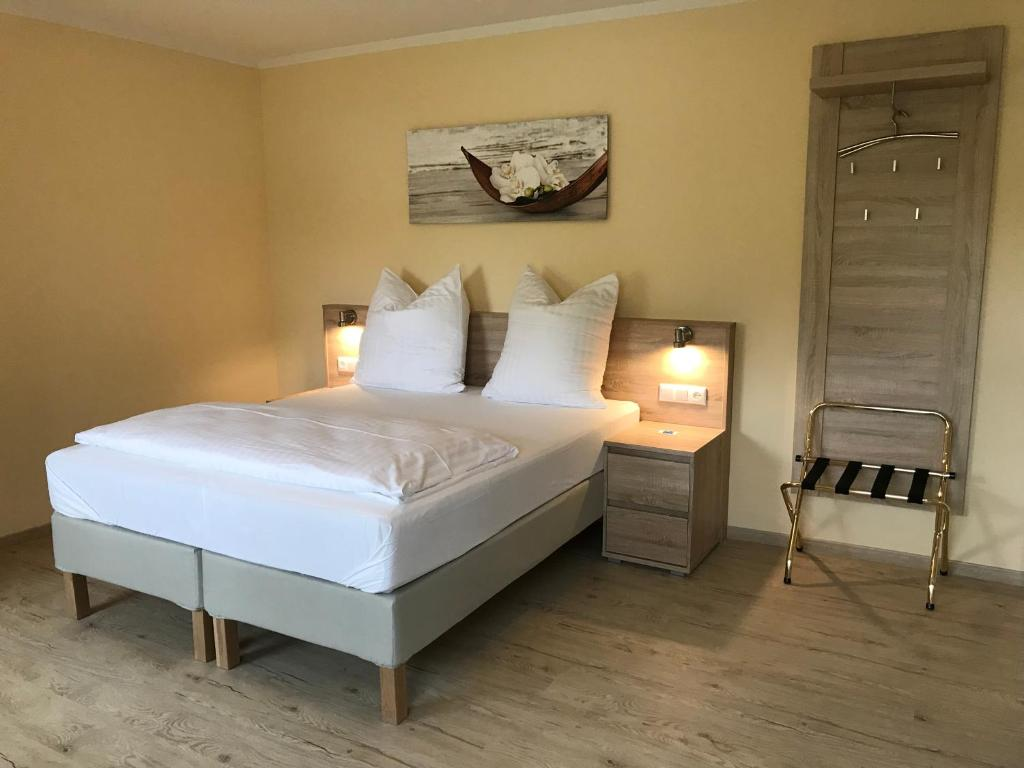 A bed or beds in a room at Hotel Select Suites & Aparts
