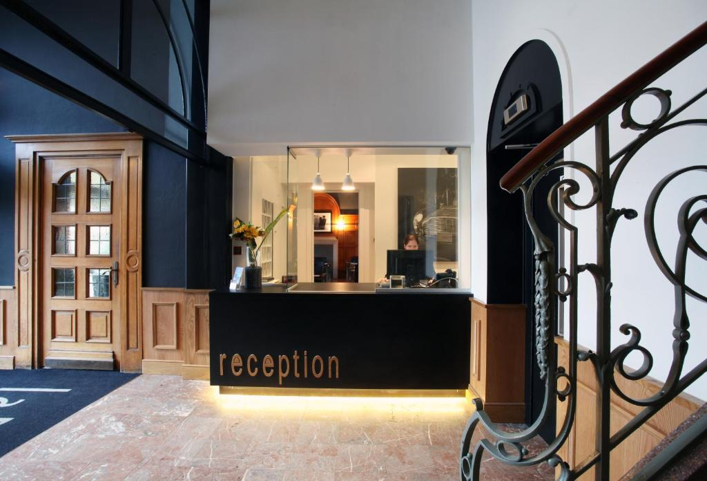 The lobby or reception area at Hotel La Royale