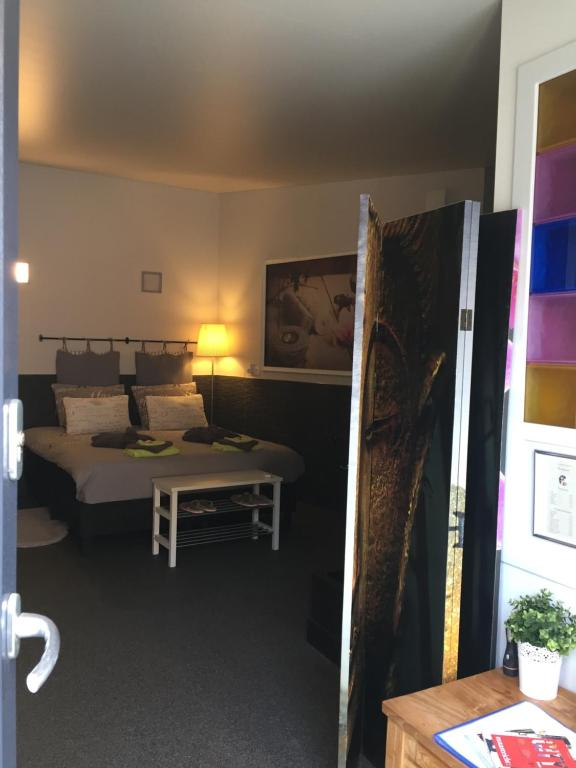 A bed or beds in a room at Relax Trois Bornes - De Grenspost