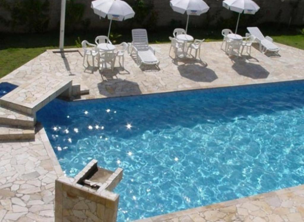 The swimming pool at or near Hotel Portal de Barequeçaba