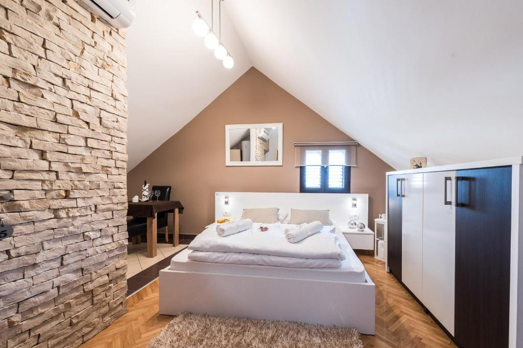 A bed or beds in a room at Apartments Donat