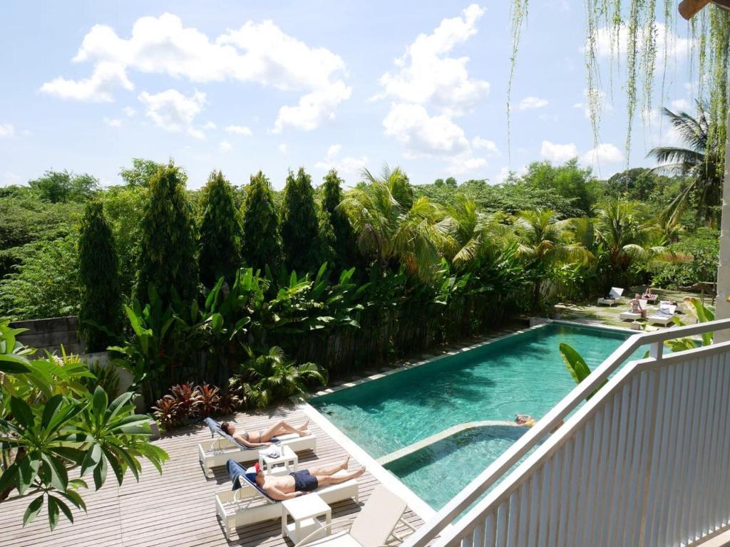 The swimming pool at or close to Padang-Padang Inn