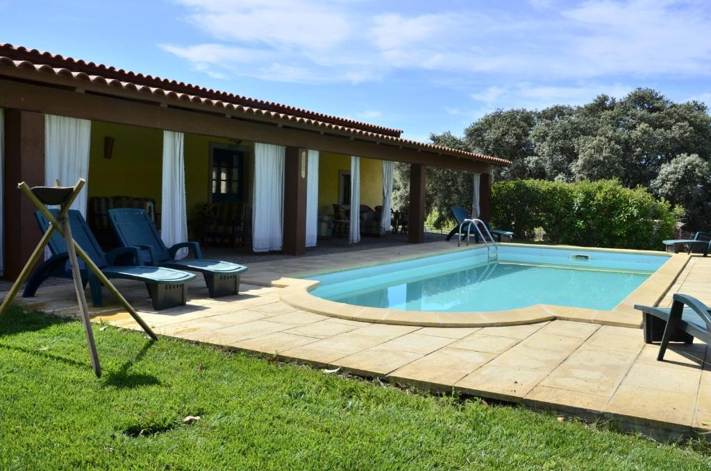 The swimming pool at or near Quinta do Chao D'Ordem