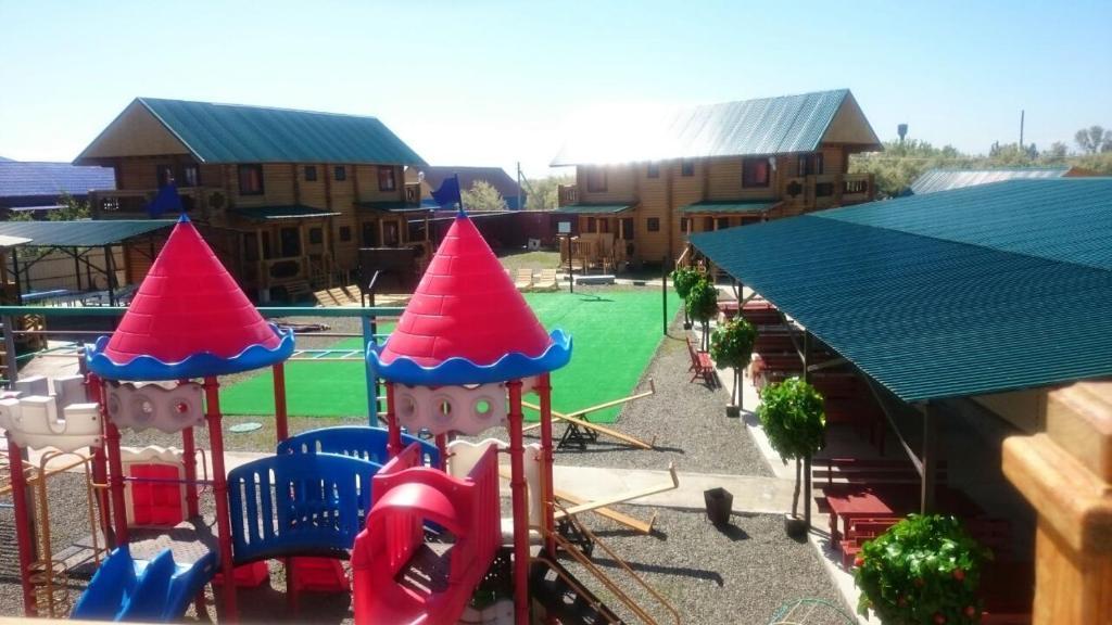 Вид на бассейн в Hotel Alazis Alakol или окрестностях