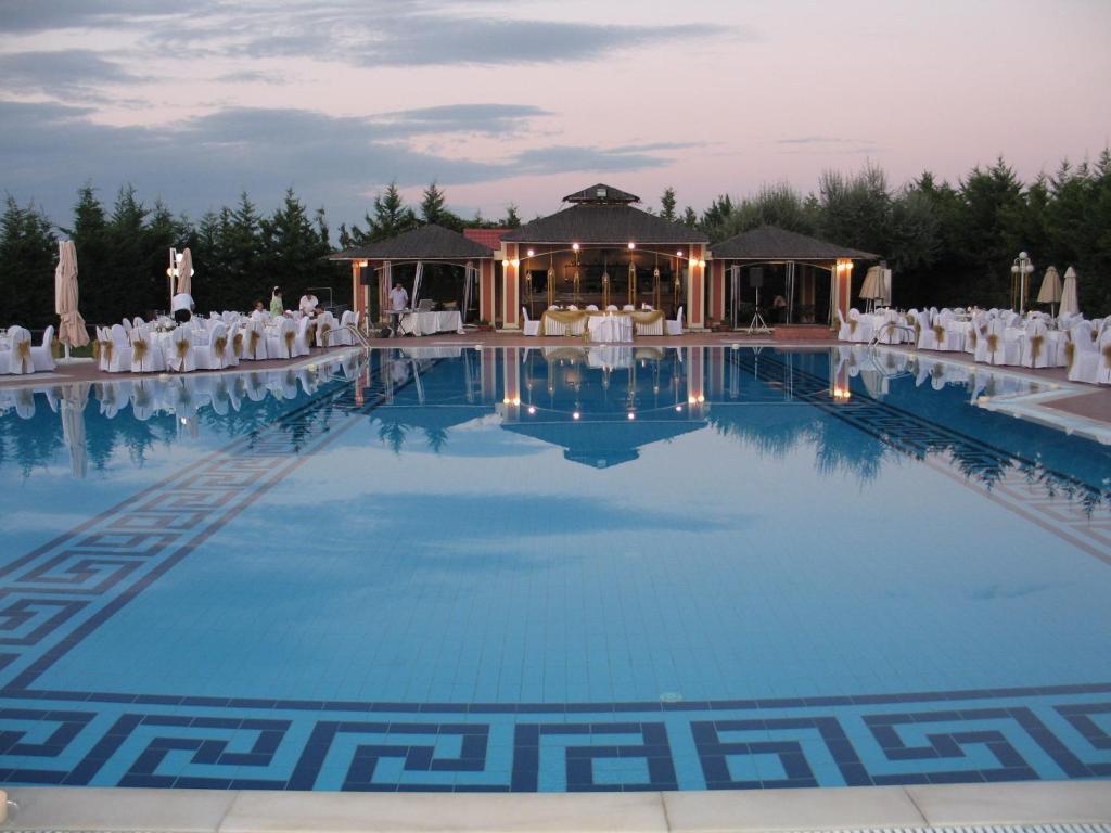 Πισίνα στο ή κοντά στο Ξενοδοχείο Αιγές Μέλαθρον