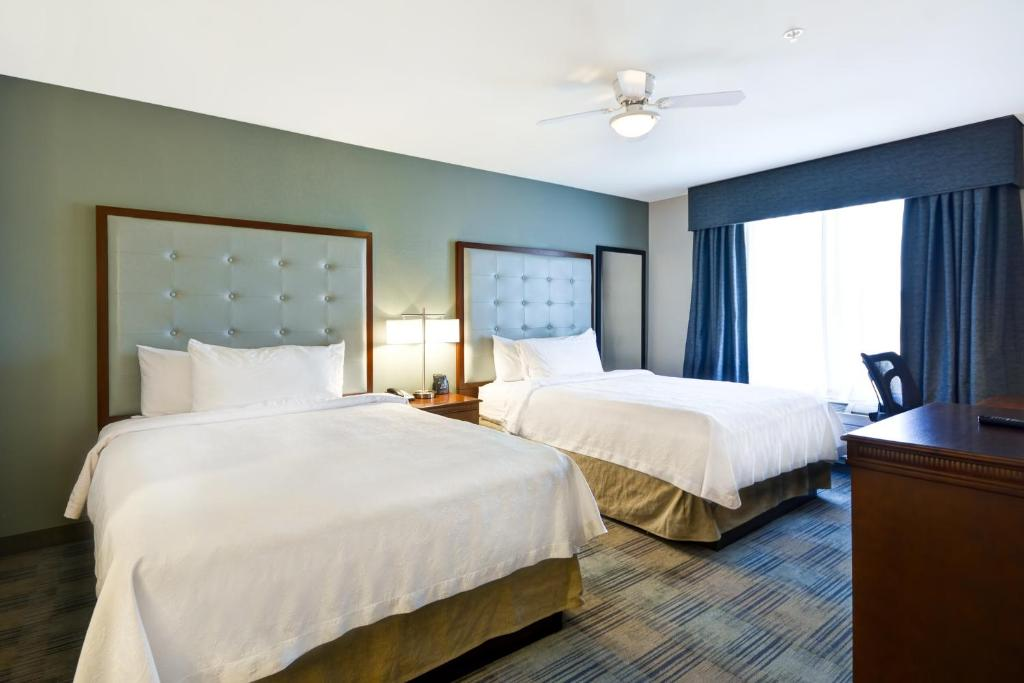 A bed or beds in a room at Homewood Suites by Hilton Wilmington/Mayfaire, NC